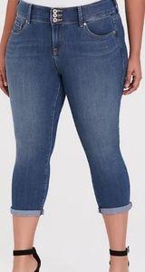Womens Torrid Crop Jeans Size 18